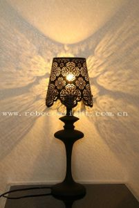 Modern Indoor Laser-Cutted Metal Table Lamp pictures & photos