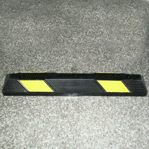 High Visibility Yellow Strip Rubber Wheel Car Stop Wheel Block Wheel Chock pictures & photos