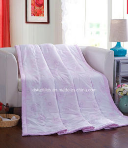 Wholesale Good Quality 100% Polyester Printed Comforter pictures & photos