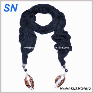 Black Embellished Scarf with Leaf Pendant (SNSMQ1012) pictures & photos