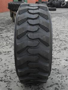 Bias Nylon Backhoe Skid Steer Tire Bobcat Tire Skid Steer Tire 12-16.5 Sks Pattern pictures & photos