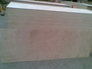 Factory for 2.7mm 3.2mm Okoume Door Skin Plywood 2150X820mm/1000mm pictures & photos