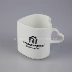 Customized Heart Shape Ceramic Mug pictures & photos