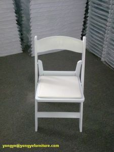 White Resin Folding Chair for Outdoor Wedding pictures & photos