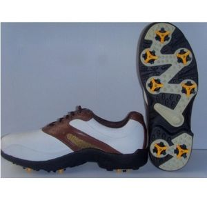 Sample Generosity Cow Leather Men′s Golf Shoes pictures & photos