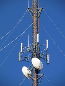 Lowes Guyed Steel Tower for Telecom China Mannfacturer pictures & photos