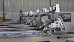 Sami-Automatic Film Bag Wrapping Sealing and Cutting Flow Food Packaging Machine pictures & photos