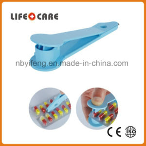 Medical Plastic Pill Popper Dispenser/Pill Cutter for Promotion pictures & photos