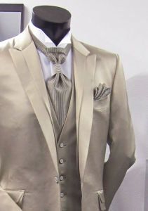 Hot Sale Groom Striped Suit & Made to Measure Business Wedding Men′s Suits pictures & photos