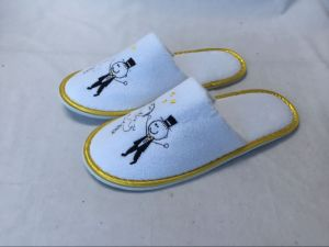 Golden Taping with Lover Embroidery Cheap Hotel Slipper pictures & photos