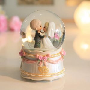 Custom Resin Wholesale Snow Globe Ball for Wedding Decoration pictures & photos