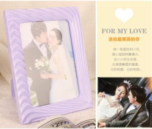 Factory Direct Sales 7 Inches Curvaceous Plastic Photo Frame pictures & photos