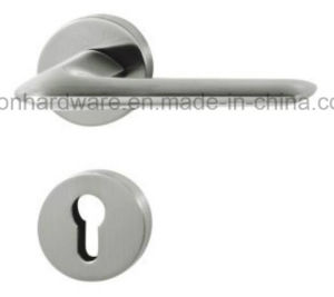 High Quality Zinc Alloy Door Handle on Rose - 205 pictures & photos