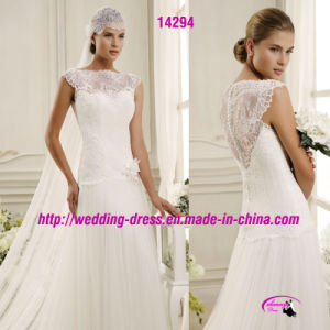 Round Neckline Lace Bridal Dress Wedding with Buttons pictures & photos