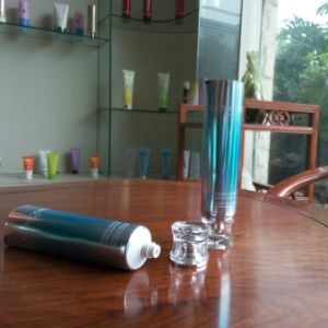 Coating Aluminum Laminated Tube for Facial Wash with Acrylic Cap pictures & photos