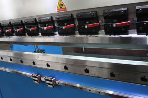 Electrohydraulic Synchronous CNC Press Brake (WE67K-63/2500) pictures & photos