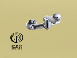 Oudinuo Single Handle Brass Pull-out Spray Mixer & Faucet 64116-1 pictures & photos