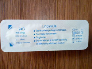 Disposable Medical Sterile IV Cannula Intravenous Catheter with Wing 24G pictures & photos