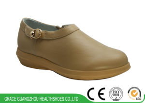Health Shoes Comfort Leather Shoes Women Diabetic Shoes pictures & photos