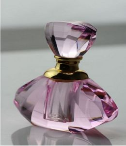 Pink Crystal Glass Perfume Bottles for Bedroom Decoration pictures & photos