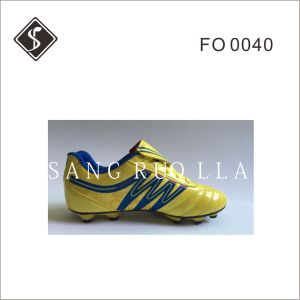 Soft Leather Soccer Outdoor Shoes and Football Shoes with TPU Outsole pictures & photos