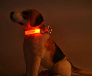 Small Order Qty Camouflage Print LED Flashing Dog Collar with Button Cell Battery