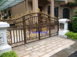 High Quality Metal Fence Gate pictures & photos