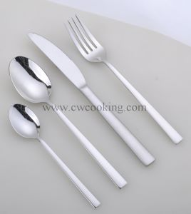 12PCS/24PCS/72PCS/84PCS/86PCS Mirror Polished High Class Stainless Steel Cutlery Set (CW-C3008) pictures & photos