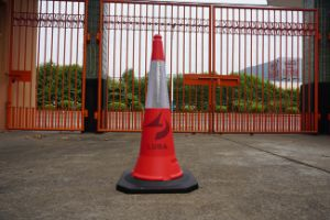 Mideast Standard Traffic Safety PE Cone pictures & photos