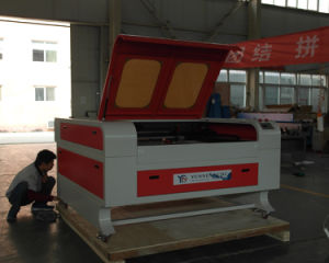 Mini 60W CO2 Wood 3mm Acrylic Paper Cutting Laser with Ce/FDA pictures & photos