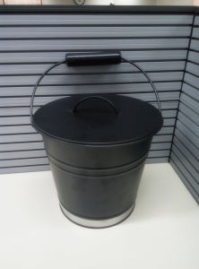 Excellent Quality Black Iron Coal Bucket with Lid pictures & photos
