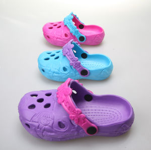 OEM So Popular Children′s Clogs pictures & photos