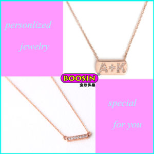 Factory Price Wholesale Alloy Engrave Letter Pendant Bar Necklace pictures & photos