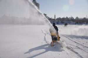 5HP Cheap Gasoline Snow Thrower 163cc pictures & photos