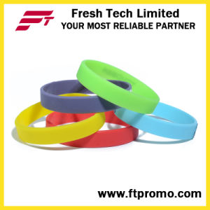 Hotsale Glow in Dark No Logo Silicone Wristband pictures & photos