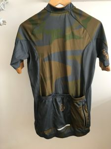 Custom Unisex Cycling Jersey with Camo Print and Backside Pocket pictures & photos