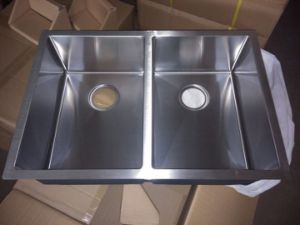 R10 Corner Handmade Stainless Steel Kitchen Sink pictures & photos