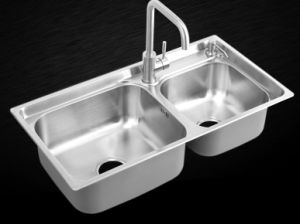 2015 New Hot Kitchen Stainless Steel One Piece Forming Brush Satin Kitchenware Sink (8143G) pictures & photos