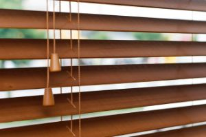 High Profile Metal Head Rail 35mm Basswood Venetian Blinds pictures & photos