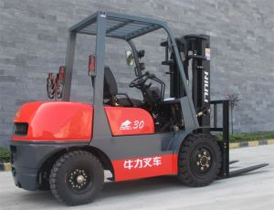 3000kg Diesel Forklift with Isuzu C240 Engine/Solid Tires pictures & photos