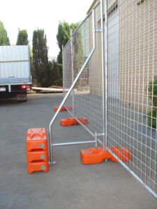 Blow Moulded Temporary Fencing Feet with Concrete pictures & photos