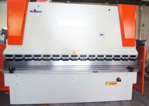 Wc67k Series CNC Synchro Hydraulic Plate Bending Machine pictures & photos