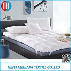 Custome Goose /Duck Down Feather Filled Mattress Topper with 100% Cotton Shell pictures & photos