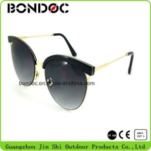 Hot Selling Unisex Fashion Style Polarized Sunglasses (C018) pictures & photos