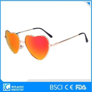 Italy Design Hot Sale Heart Shape Sunglasses pictures & photos