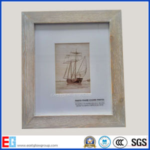 Wood-Framed Mirror / Wood Photo Frame / Picture Frame pictures & photos