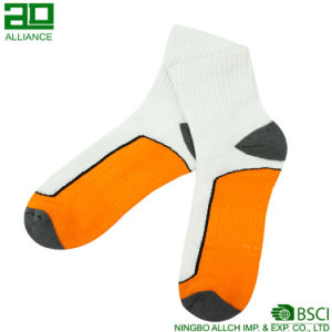 Ningbo Athletic Wholesale Custom Sweat Sport Socks pictures & photos