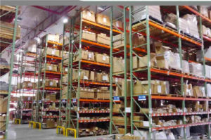 Tear Drop Style Us Steel Racking for Warehouse Storage pictures & photos