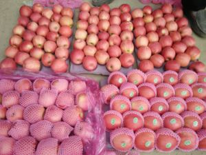 Fresh Pink Lady Apple pictures & photos