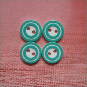 Newest Fashion High Grade Polyester 2 Holes Button pictures & photos